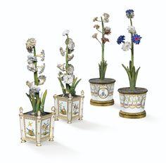 Paire de caisses à fleurs carrées et paire de pots à fleurs cylindriques en porcelaine de Paris de la fin du XVIIIe siècle | Lot | Sotheby's