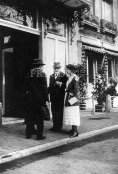 Freud, Anna: group: Freud, Sigmund, Date: 1920 Event: IPA Congress Location: Netherlands, Hague