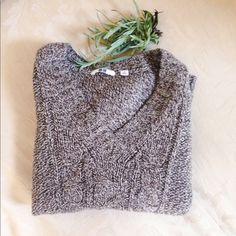Uniqlo wool sweater Lightly worn uniqlo sweater UNIQLO Sweaters