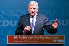 Volker Bouffier | Fotograf Kassel | Politischer Aschermittwoch der CDU Volkmarsen | Karsten Socher Fotografie http://blog.ks-fotografie.net/pressefotografie/angela-merkel-volker-bouffier-kwhe16-volkmarsen/