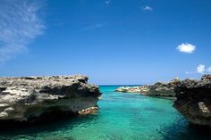Smith Cove is usually a quiet alternative to Seven Mile Beach on Grand Cayman, with full facilities and great snorkeling in a protected cove on the South Sound. However, it occasionally gets busy when cruise ships arrive at the nearby cruise port......go caribbean