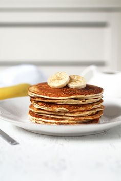 The Easiest Protein Pancakes -- healthy, vegan, gluten free and grain free, and only calls for 4 ingredients! Our banana and protein powder based recipe is not only the easiest but also tastes the best! Easy Protein Pancakes, Protein Powder Pancakes, Healthy Protein Snacks, Protein Powder Recipes, Protein Foods, Protein Pancakes Without Banana, Protein Pancake Recipes, Vegetarian Protein Meals, Vegan Breakfast Protein