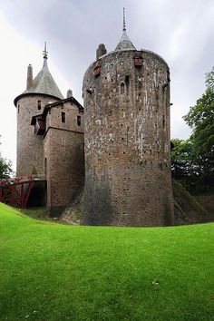 Castell Coch, Wales, a beautiful location and an incredibly beautiful castle with detailed paintings on walls and ceilings. Appeared in a series 4 episode of Doctor Who called The Stolen Earth. Beautiful Castles, Beautiful Places, Great Places, Places To See, Monuments, Welsh Castles, Medieval Castle, Castle Ruins, Famous Castles