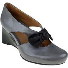 So cute! Dark Grey Leather Bristol Dress shoes by Earthies, made from Leather $189 Comfortable Dress Shoes, Grey Leather, Bristol, Dark Grey, Oxford Shoes, Comfy, Flats, Stylish, Fashion