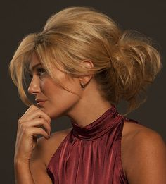 A gorgeous, do-it-yourself hair style for the office Christmas party or an elegant New Year's Eve dinner. http://www.tryperfecter.com/