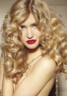 Coupe longue bouclée et dégradée de Franck Provost #cheveux #coiffure #bouclé