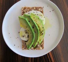 Clean snack: Ryvita cracker, sliced egg & avocado