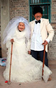 MARRIED couple : finally pose for their wedding photos - 88 YEARS later. Cameras were almost unknown when they got married in 1924.  He is 101 and his wife is 103.