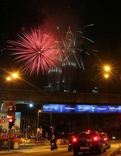 New Year's Eve 2012 Celebration Kicks Off Around The World (PHOTOS) - Maylasia