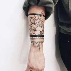 Изумительный браслет   .  .  .  #тату#татуспб#татупитер#татумосква#татумск#blacktattoo#blacktattooart#tattooart#iblackwork#tattooed#tattoorussia#tattooartist#tattoospb#tattoomoscow#darkartists #blackworkerssubmission #blacktattoomag#blxckink #blackwork #blackworkers #btattooing #tattooing #tattoosofinstagram #linework #ink #art #graphic #dotwork #dotworktattoo Tatting, Needle Tatting
