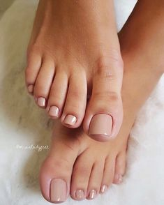 How to do your toenails in 7 steps: See tips on how to .- How to do toenails in 7 steps: see tips for getting your pedicure right! How to do your toenails in 7 steps: See tips for getting your pedicure right! Acrylic Toe Nails, Nude Nails, My Nails, Gel Toe Nails, Gel Toes, French Manicure Short Nails, Pink Toe Nails, Summer Toe Nails, French Pedicure