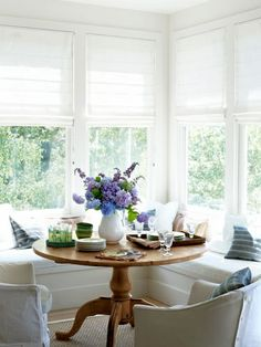 breakfast nook, farmhouse, hydrangeas