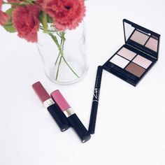 In the pursuit of living more simply, naturally,and conscious of our  environment we've put together a guide to our favorite organic beauty  brands.Many makeup brands marketed as 'natural' or 'green'are often not  actually either of those things -but these 18 organic makeup brands use  pure ingredients that are good for your and the earth and they never test  cosmetics on animals.