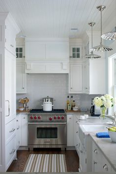 3 Achieving Clever Tips: U Shaped Kitchen Remodel Double Ovens extra small kitchen remodel.Kitchen Remodel Must Haves Paint Colors simple kitchen remodel Kitchen Remodel Time Capsule. Small Cottage Kitchen, New Kitchen, Kitchen Decor, Loft Kitchen, Kitchen Ideas, Apartment Kitchen, Awesome Kitchen, Vintage Kitchen, Kitchen Designs
