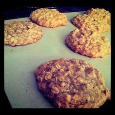 Oatmeal Cookies, Gluten, Dairy, and Refined-Sugar FREE @keyingredient #honey #chocolate