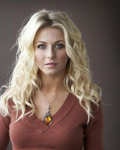 I hate 2 admit it, but I think Julianne Hough is hot – CELEBS Beautiful Celebrities, Beautiful Actresses, Gorgeous Women, Julianne Hough Hot, Blonde Hair Julianne Hough, Blonde Beauty, Beautiful Eyes, Amazing Eyes, Pretty Face