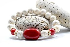 Discover recipes, home ideas, style inspiration and other ideas to try. Coral Bracelet, Beaded Bracelets, Wife And Girlfriend, Women Jewelry, Unique Jewelry, Red Coral, Gifts For Wife, Unique Fashion, Gemstone Beads