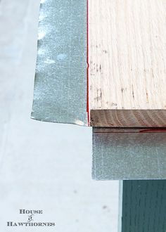 DIY instructions for making a zinc top table. Dining table could be used inside or outside. Galvanized sheet metal was used to keep the cost low. Diy Table Top, A Table, Dining Table, Wood Table, Art Van, Billard Bar, Metal Countertops, Kitchen Countertops, Galvanized Sheet Metal