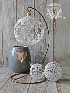 Make the most beautifully handmade Christmas lace ornaments for a more nostalgic note in the home's Christmas decorations during the holidays. Quilted Christmas Ornaments, Crochet Ornaments, Christmas Crochet Patterns, Diy Christmas Ornaments, Handmade Christmas, Christmas Crafts, Christmas Decorations, Beaded Ornaments, Felt Christmas