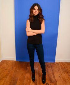 selena calça jeans + gola alta