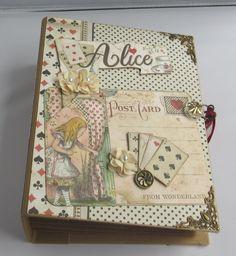 Photo Album Scrapbooking, Scrapbook Albums, Scrapbook Paper, Small Photo Albums, Mini Albums, Bff, Alice In Wonderland Book, Handmade Scrapbook, Instagram Prints