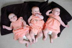 Ffion, Maddison and Paige sono tre gemelline gallesi identiche. Talmente uguali che i genitori per riconoscerle sono stati costretti a mettere loro tre colori differenti di smalto ai piedi: fucsia per Ffion, verde menta per Maddison e viola scuro per Paige. Qualcuno potrebbe pensare che si tratti di