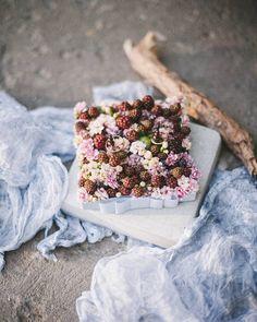 Wedding pillow for rings  Наша фирменная подушечка для колец @floral_style @art_petrov