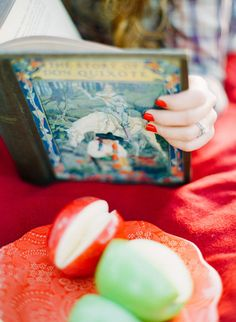 picnic engagement session photos, red nail polish & books | stephanie hunter photography