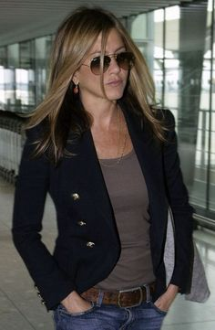 jennifer anniston in Navy Blazer