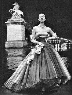 Vestido de noche por Marcel Rochas, París, 1951