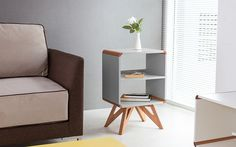 A mesa lateral Presley pode ser usada em uma sala de estar, home office e até mesmo em quarto, onde ganha a função de criado-mudo. Praticidade, estilo e bom gosto em uma só peça! http://carrodemo.la/fda89