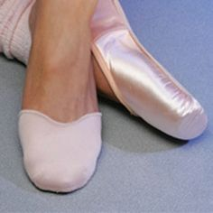 Similar to the Ouch Pouch by Bunheads® the Pro Pad® Large Toe Pads has no gel under the foot, just a thin fabric under the toes • A thin layer of gel material inside two pieces of fabric creates a comfortable pouch • Cushions the tops and the tips of the toes • Deep cut vamp matches line of the pointe shoe • Sleek shape hugs the foot and keeps pads from sliding or bunching •
