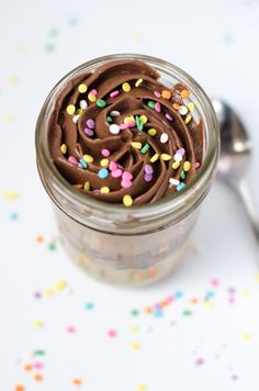 "Birthday Cakes in a Jar- this recipe makes 2 small cakes baked directly in mason jars; how fitting for my title- ""Let them Eat Cake! Cake In A Jar, Dessert In A Jar, Eat Dessert First, Dessert Table, Köstliche Desserts, Delicious Desserts, Dessert Recipes, Yummy Food, Mason Jar Meals"