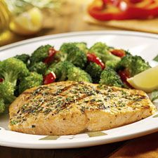 Olive Garden Copycat Recipes: Herb Grilled Salmon - Had this at Olive Garden tonight and it was divine! Can't wait to try it at home. Restaurant Recipes, Seafood Recipes, Seafood Bake, Fish Recipes, Olive Garden Recipes, Olive Garden Salmon Recipe, Olive Recipes, South Beach Diet, Meals