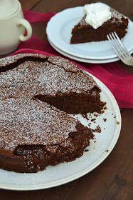 25 de Novembro de 2016    Cá em casa todos adoram chocolate e, claro, bolos de chocolate! E este bolo, além de ter toda a intensidade do cho...
