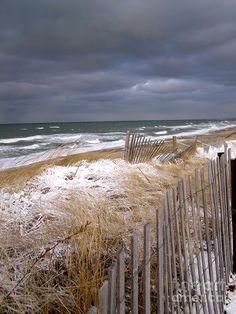 My guess Nantucket, Martha's Vineyard, somewhere on Long Island. Beach Foto, Winter Beach, Winter Cape, Stormy Sea, I Love The Beach, Beach Scenes, Ocean Beach, Cape Cod, Belle Photo