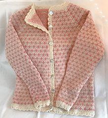 Ravelry: VårRuter pattern by Monika Mortensen Fair Isle Knitting Patterns, Knitting Machine Patterns, Fair Isle Pattern, Knit Patterns, Handgestrickte Pullover, Nordic Sweater, Knit Fashion, Crochet Designs, Free Knitting