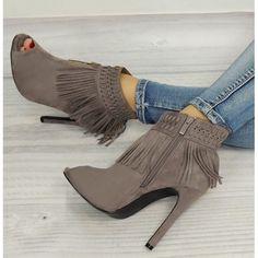 Šedé boty pro ženy s třásněmi - manozo.cz Booty, Ankle, Shoes, Fashion, Moda, Swag, Zapatos, Wall Plug, Shoes Outlet