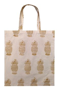 Description Made of lightweight natural cotton, this fun block printed tote is perfect for travel or your daily urban life chores. (Perfect for picking up fresh ingredients for dinner!) It's roomy and