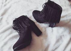 Cyrielle est fan de sa nouvelle paire de #bottines à #franges à 24€99 ❤