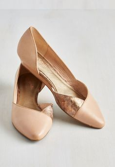 Two tone rose gold flats? Yes, please! http://www.revolvechic.com/#!flats/c1xxn
