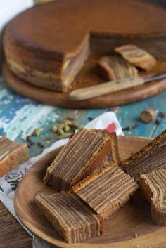 Indonesische spekkoek. Altijd een heel karwei om dit soort ''koeken'' te maken, je hebt er een hoop geduld bij nodig in ieder geval!