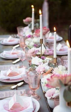 Summer Table Decorating Ideas pink and white table setting