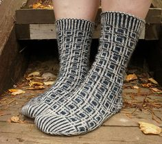 Der Neuen : Ravelry: In memoriam patroon van Tiina Kuu, Fair Isle Knitting, Knitting Socks, Knit Socks, Knitting Patterns Free, Free Knitting, Free Pattern, Men In Heels, Cool Socks, Awesome Socks