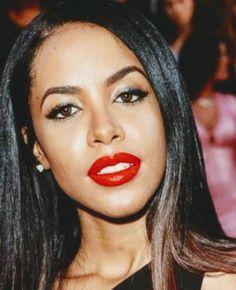 Dem red lips ... Rip Aaliyah, Aaliyah Style, Aaliyah Singer, Aaliyah Pictures, Gladys Knight, Aaliyah Haughton, I Miss Her, Bohemian Lifestyle, Makeup