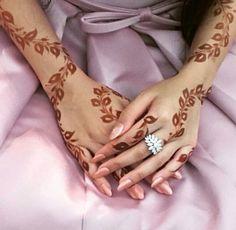Love this henna Pretty Henna Designs, Finger Henna Designs, Arabic Henna Designs, Unique Mehndi Designs, Mehndi Designs For Fingers, Henna Designs Easy, Mehndi Design Images, Henna Tattoo Designs, Mehandi Designs