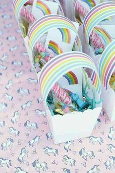 Bolsita de cumpleaños temática arco iris - http://xn--manualidadesparacumpleaos-voc.com/bolsita-de-cumpleanos-tematica-arco-iris/