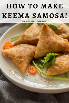 Keema samosa is a popular Pakistani snack with a filling of keema enclosed in a flour based pastry and deep fried. Enjoy it hot with mint chutney on the side. Eid Recipes, Ramadan Recipes, Snack Recipes, Savory Snacks, Healthy Snacks, Eid Breakfast, Keema Samosa, Iftar Party, Turkey Mince