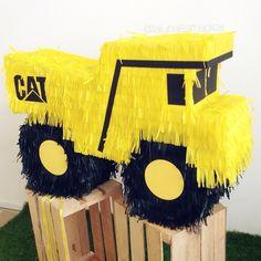 Piñata camión Caterpillar #lalunaesmagica #piñata #pinata #fringepinata - lalunaesmagica