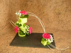 Discover thousands of images about Tutoriel Boucles d'aspidistra (Art floral) - Deco Floral, Arte Floral, Floral Design, Valentine Flower Arrangements, Floral Arrangements, Diy Diwali Decorations, Flower Decorations, Small Flowers, Diy Flowers